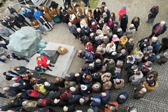 Inaugurada estátua de homenagem às Carquejeiras do Porto