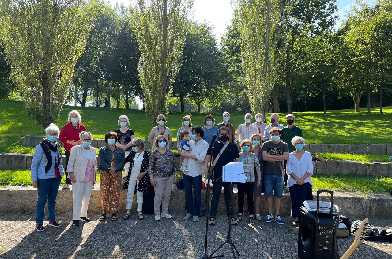 Coro Sénior da Fundação ensaia ao ar livre